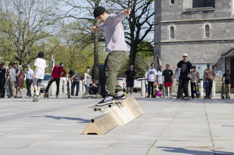 make skateboard rail